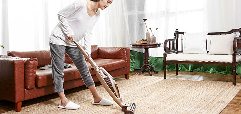 How To Split Up Vacuuming & Washing Floors